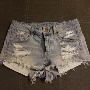 AE high waisted distressed jean shorts size 4
